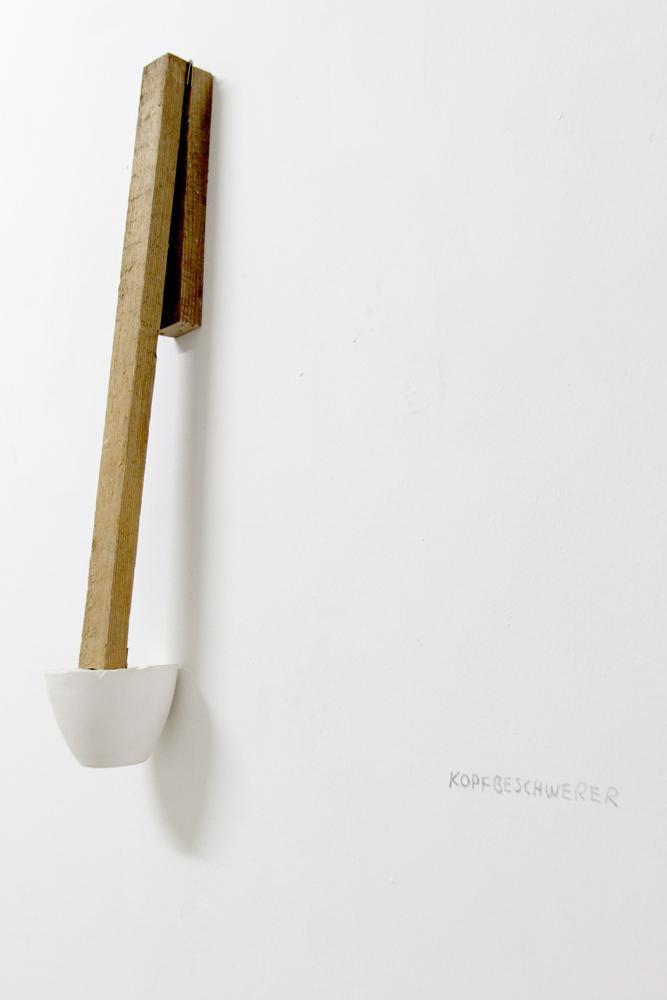 Kopfbeschwerer, 2012, Holzlatte, Scharnier, Gips, 68 x 11 x 11 cm