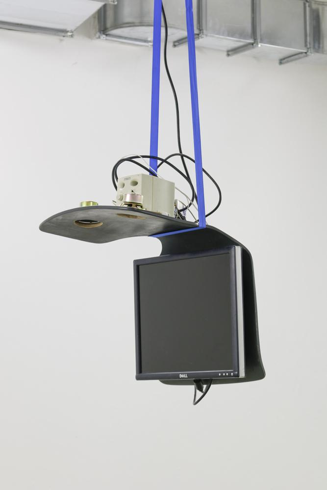 Ulula 2700, 2016, Stuhl-Element, Flachbildschirm, Lautsprecher, Spanngurt, Media-Player, Mehrfachstecker, 60 x 42 x 42 cm