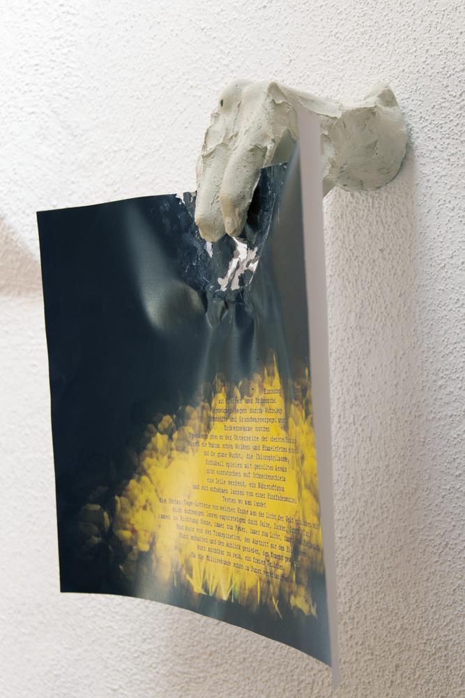 """Wiesentaucher, 2015, A4-Digitaldruck des Textes """"Wiesentaucher"""", Gips"""