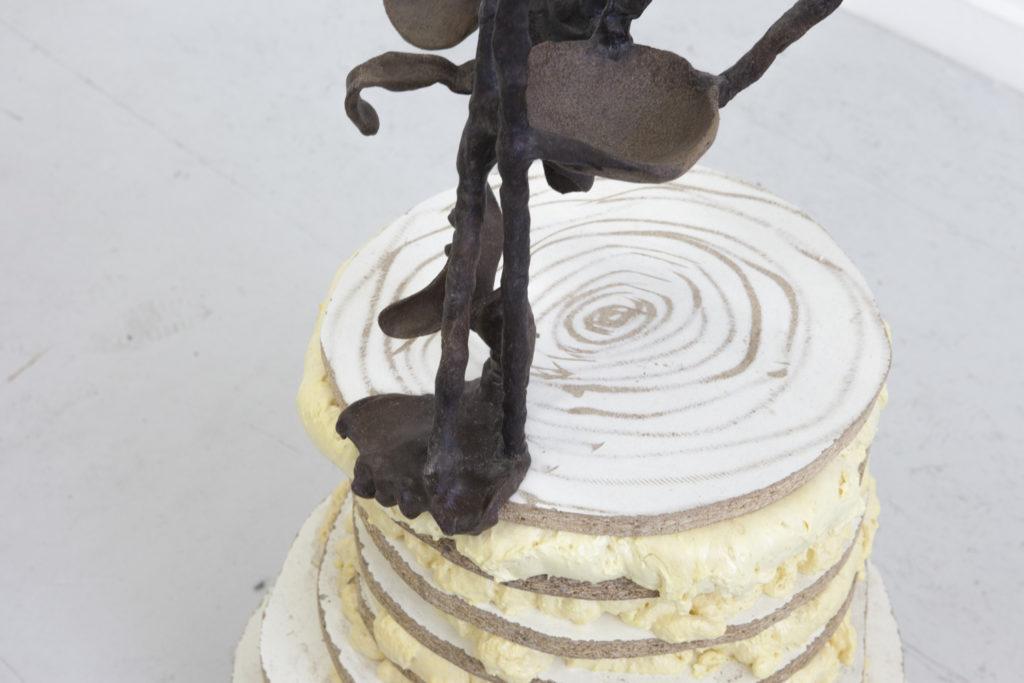 Pose no.14 (Engel über Waldlichtung), 2018, Kunststoffgemisch mit Kaffee, Holz, Spanplatte, PU-Schaum, 260x61x42 cm