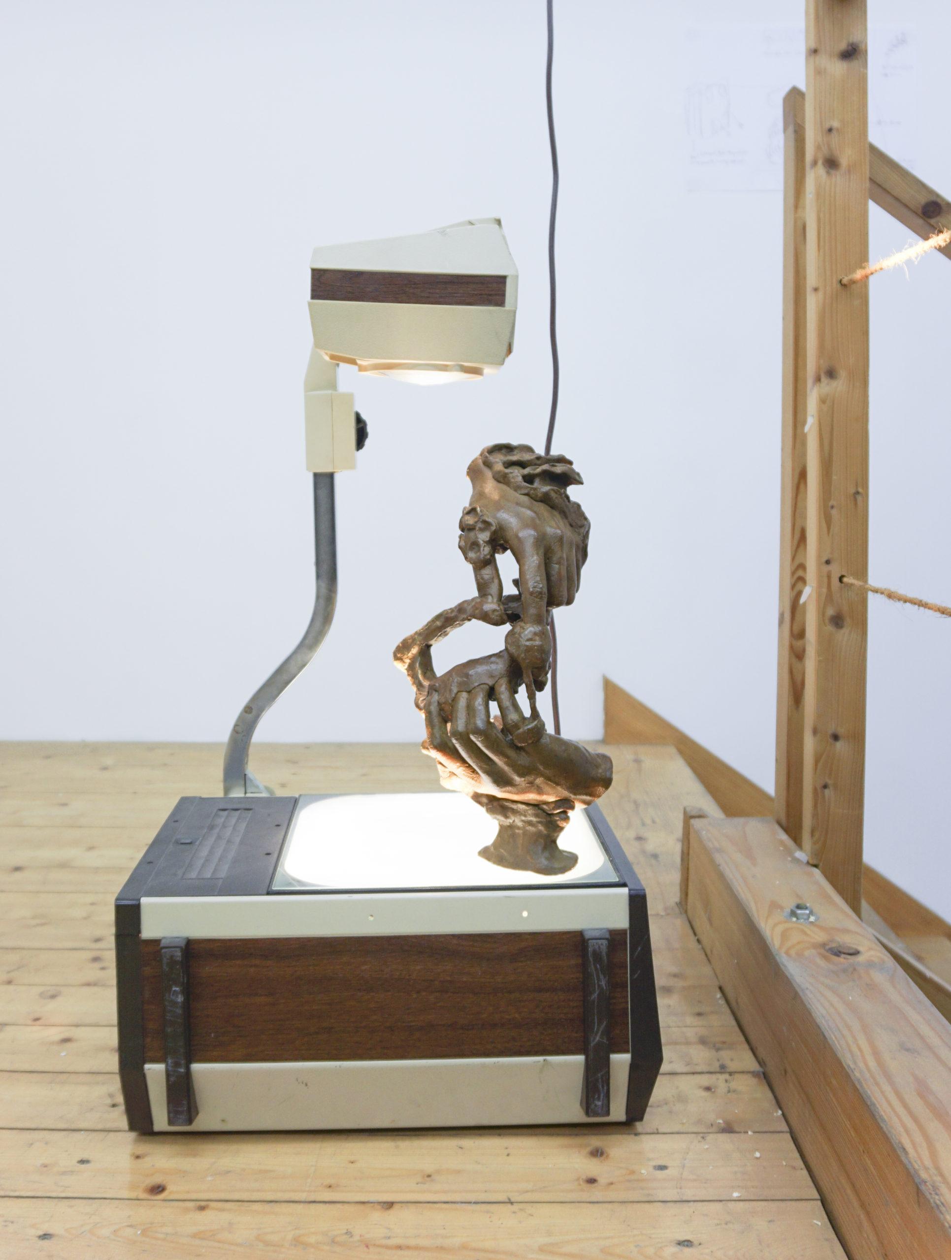 Paul Schuseil - PROOR 3000, 2019, Bronze, Overheadprojektor