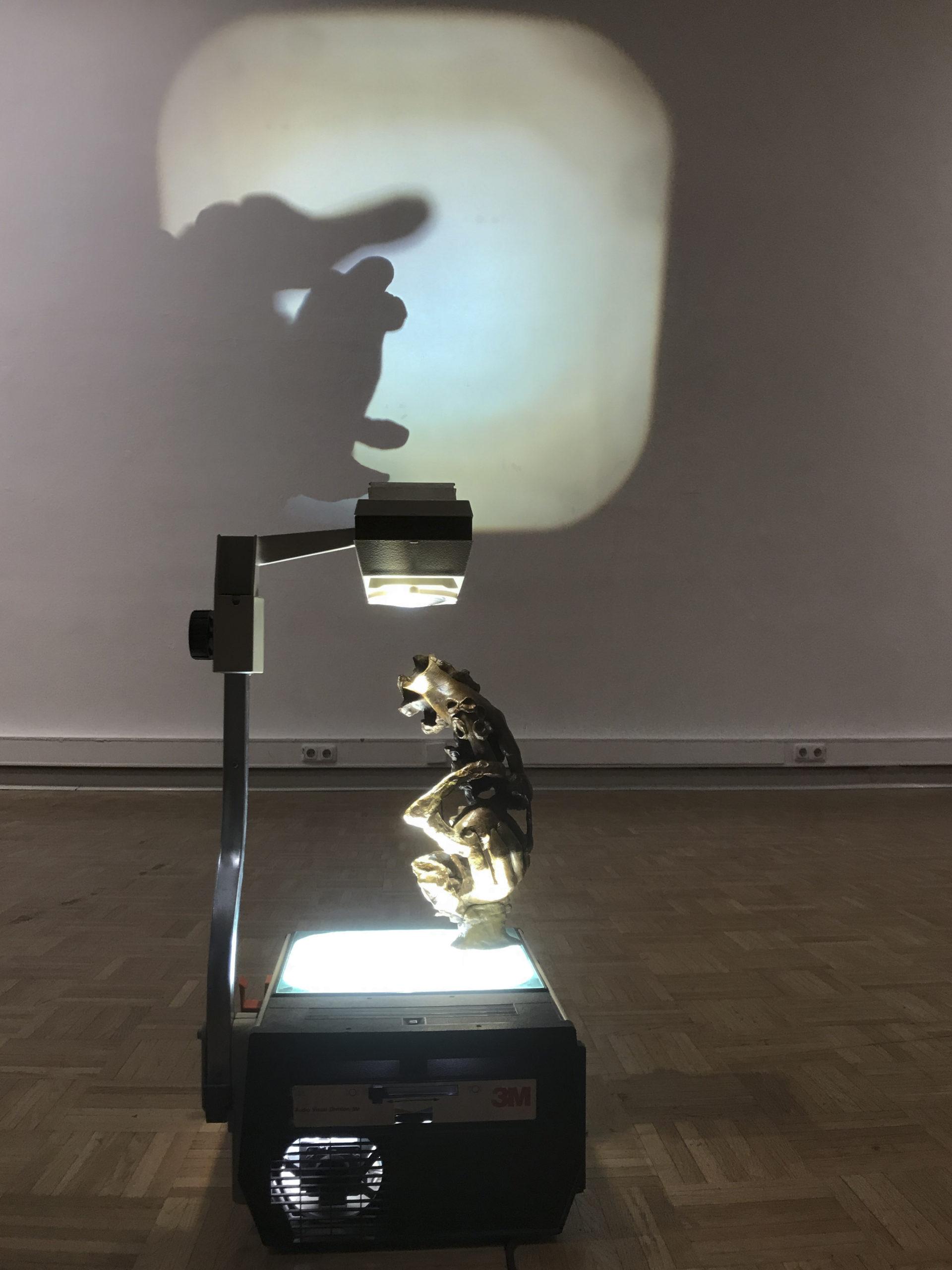 PROOR 3000, 2019, Bronze patiniert, Overheadprojektor, 34 x 20 x 20 cm
