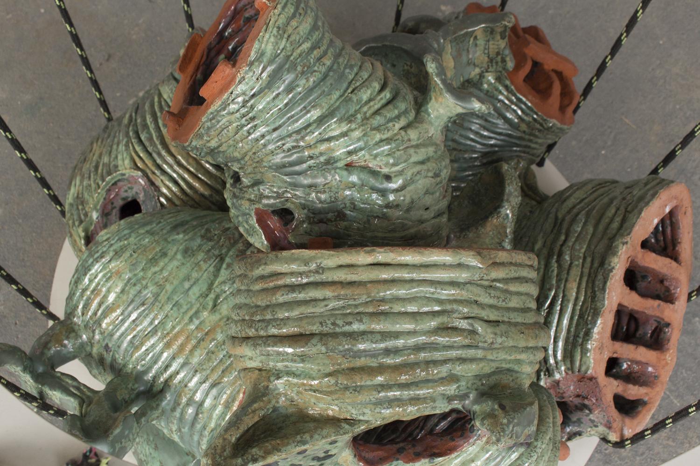 Boros, 2021, Keramik, Spanplatte, Kunststoffseil